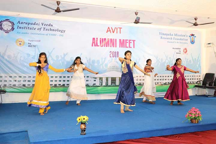 Girls Dance in AVIT Alumni Meet 2018